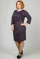 Принтованное платье с поясом в батальных размерах p-3015940