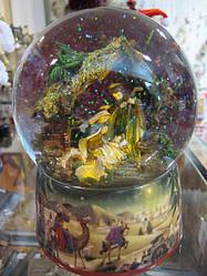 Водный шар с автоподдувом Рождественским Вертепом производства Германии