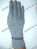 Трикотажные перчатки с коженой вставкой серые