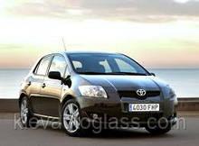 Лобовое стекло на Toyota Auris 2007-12 г.в.