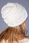 Очень красивая уютная шапка из плотной вязки в молочном цвете, фото 2
