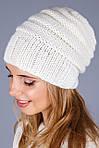 Очень красивая уютная шапка из плотной вязки в молочном цвете, фото 3