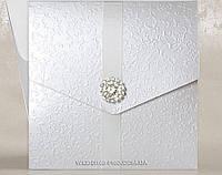 Роскошные свадебные пригласительные с атласной лентой и брошью , белые