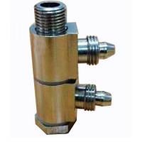 Переходник пневматический поворотный для цилиндра разжима кулачков поворотного стола.