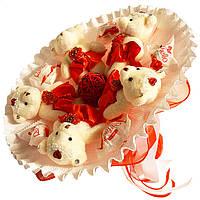 Букет из мягких игрушек Мишки с конфетами Raffaello бело красный