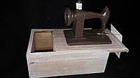 """Шкатулка """"Швейная машинка"""", (дерево, поликерам), 10.5х15х6 см., выс.маш.12см, 350/320 (цена за 1 шт. + 30 гр.)"""