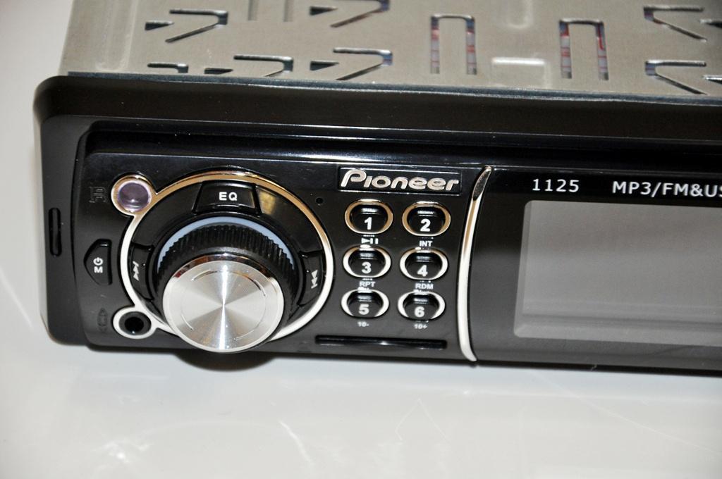 АвтомагнитолаPioneer 1125 универсальная USB флешки + SD карты памяти + AUX + FM (4x50W)