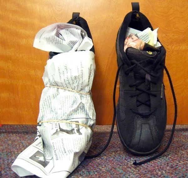 98c33f7ad Правильно сушите обувь. Желательно делать это при комнатной температуре.  Иногда слишком хочется ускорить процесс, используя горячий поток воздуха из  фена, ...