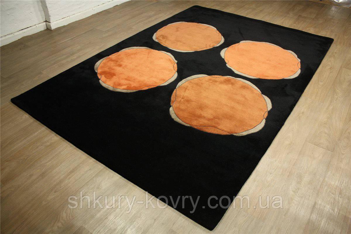 Красивый черно оранжевый шерстяной ковер на пол