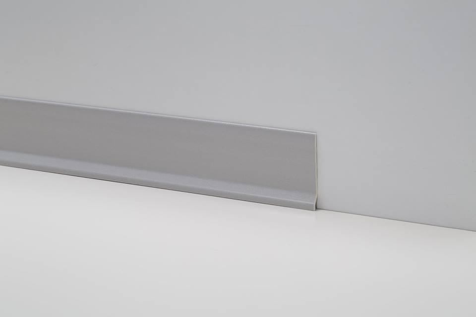 Плинтус пластиковый серый (клеющийся) 9х70 мм