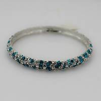 Элегантный женский металлический браслет на руку с камнями серебристого и голубого цвета