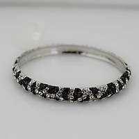 Элегантный женский металлический браслет на руку с камнями серебристого и черного цвета