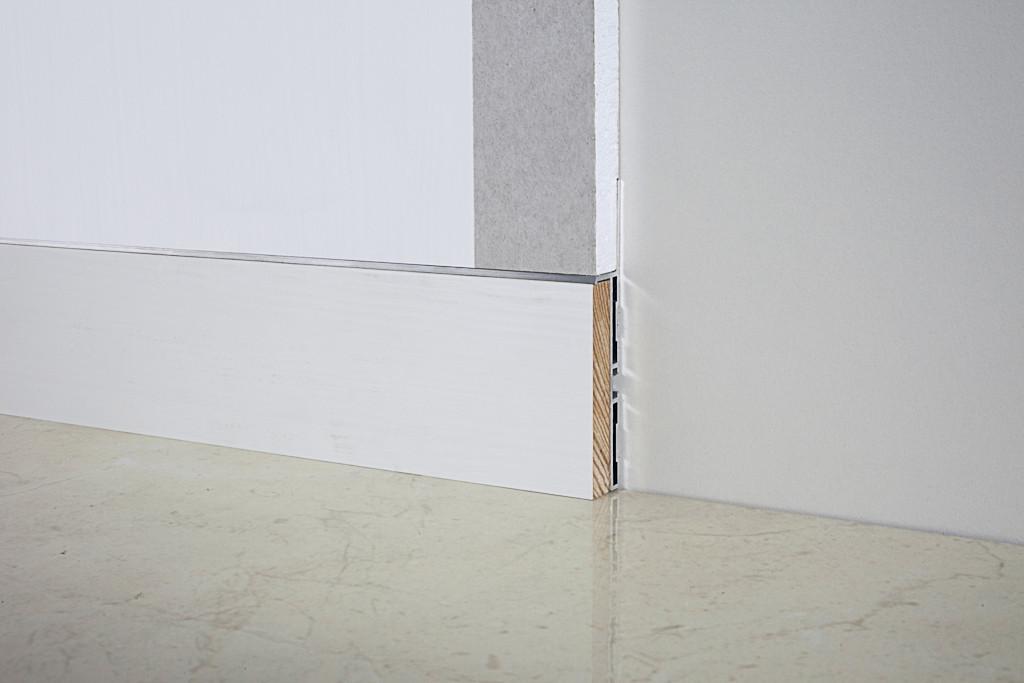Алюминиевый плинтус для скрытого крепления 88/6 Дуб белый