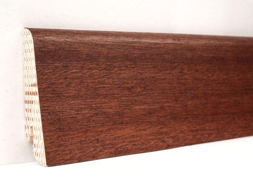 Деревянный плинтус напольный шпонированый 60х18х2400 мм., Сапеле
