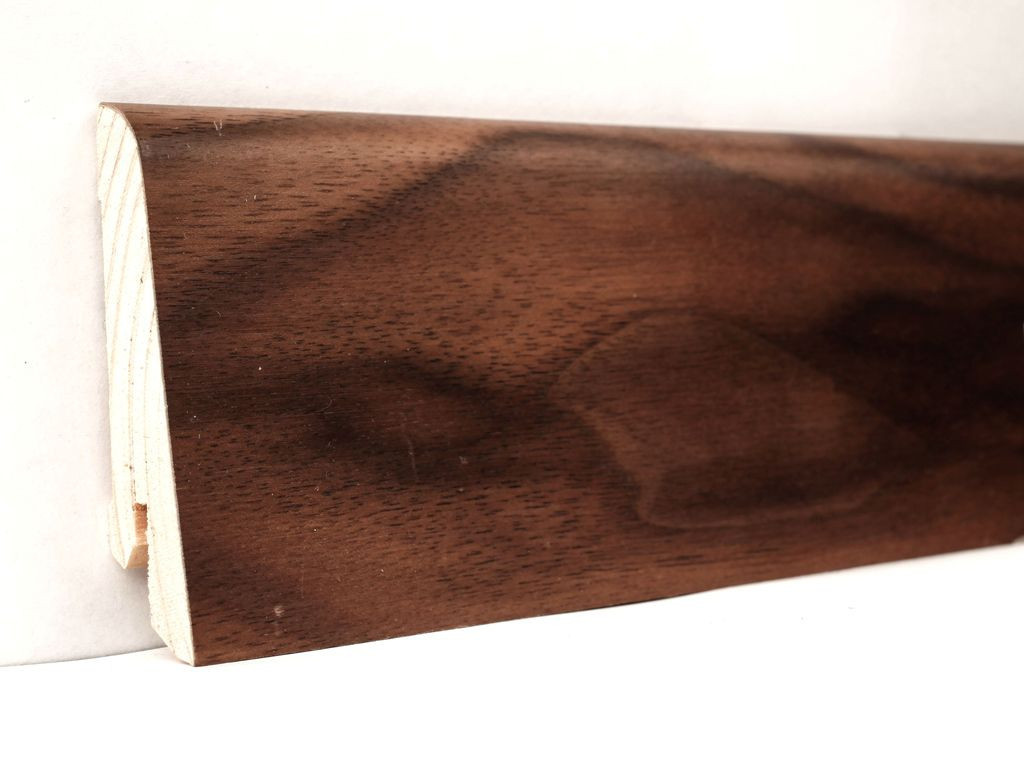 Плинтус деревянный для пола шпонированный 60х18х2400мм., Орех Американский