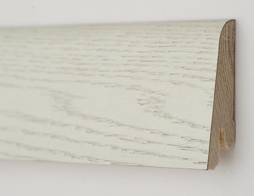 Деревянный плинтус белый шпонированный 60х19х2200мм., Дуб Арктик
