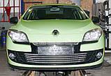 Декоративно-защитная сетка радиатора Renault Megane III фальшрадиаторная решетка, бампер, фото 2