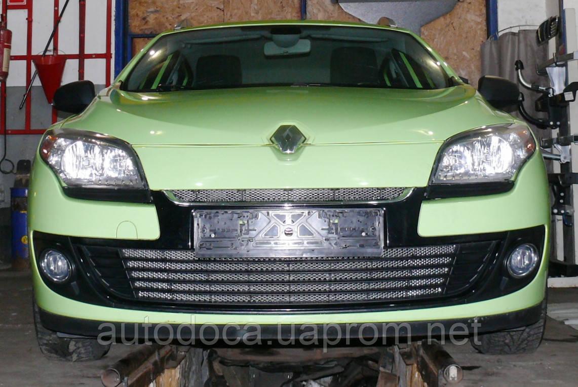 Декоративно-защитная сетка радиатора Renault Megane III фальшрадиаторная решетка, бампер