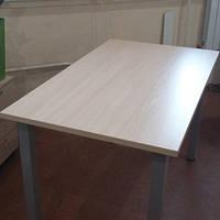 Стол на металлических опорах (квадратные опоры)
