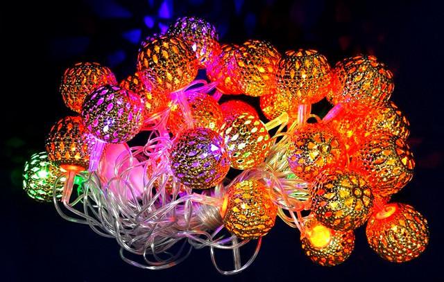 Как разобраться в новогодних украшениях, или 5 гирлянд для яркого праздника