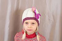 Яркая весенне-осенняя красивая ажурная детская шапочка с бантиком.