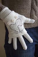 Стильные теплые перчатки белого цвета
