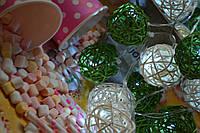 """Гирлянда из плетеных шариков ротанга на  """"Свежесть утра"""". Диаметр шарика - 5 см. (нейтральный свет свечения)"""