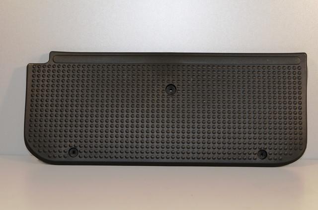 Облицовка порога (подножка) левой раздвижной двери на Renault Trafic 2001-> — Оригинал - 8200943146