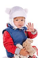 Детская шапка для девочки белая с помпонами
