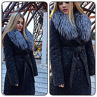 Теплое зимнее пальто из буклированого кашемира, внутри на утеплителе, с искусственным мехом
