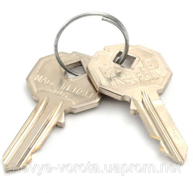 Стальные ключи для разблокировки привода.