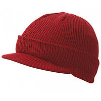 Бордовая вязаная шапка с козырьком