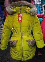 Удлиненная зимняя куртка для девочек с меховой опушкой.