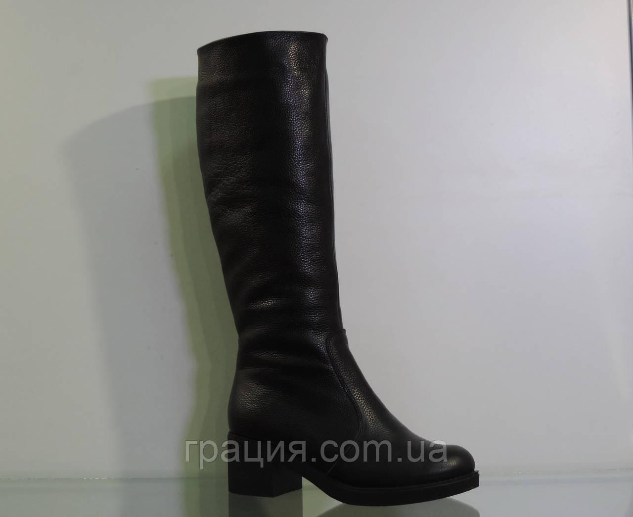 Модные кожаные зимние сапожки на среднем каблуке