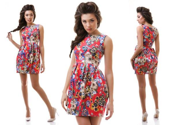 Летнее стрейчевое платье с цветочным принтом