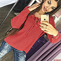 Женский вязанный свитер со шнуровкой