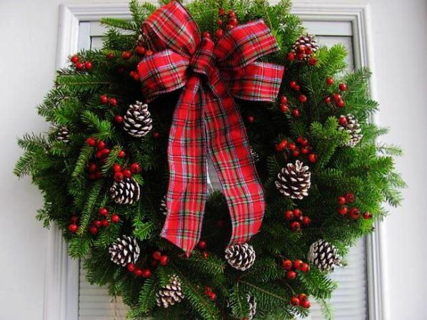 Рождественские венки на двери
