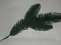 Веточка елки зеленая малая