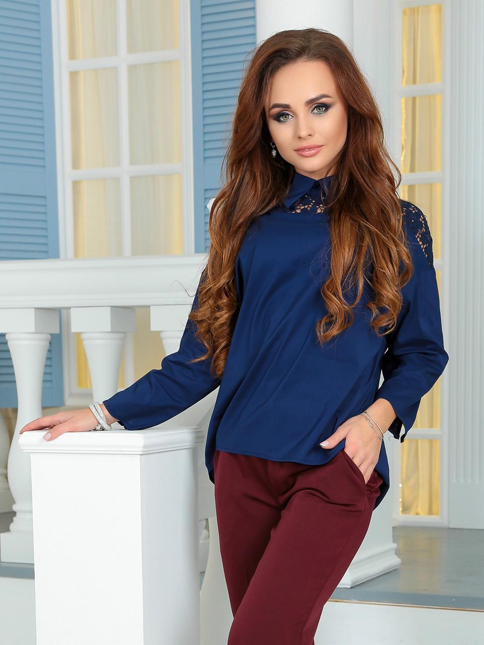 Блузка с ажурной кокеткой темно-синяя