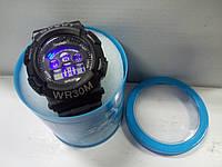 Часы электронные в железной подарочной коробке.