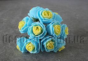Букет желто-голубых розочек из латекса 2,5-3,0 см