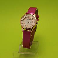 """Детские наручные часы с золотым корпусом  """"Бабочка на полянке"""""""
