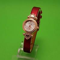 """Наручные часы с золотым корпусом и тонким красным ремешком """"Сердечный друг роза"""""""