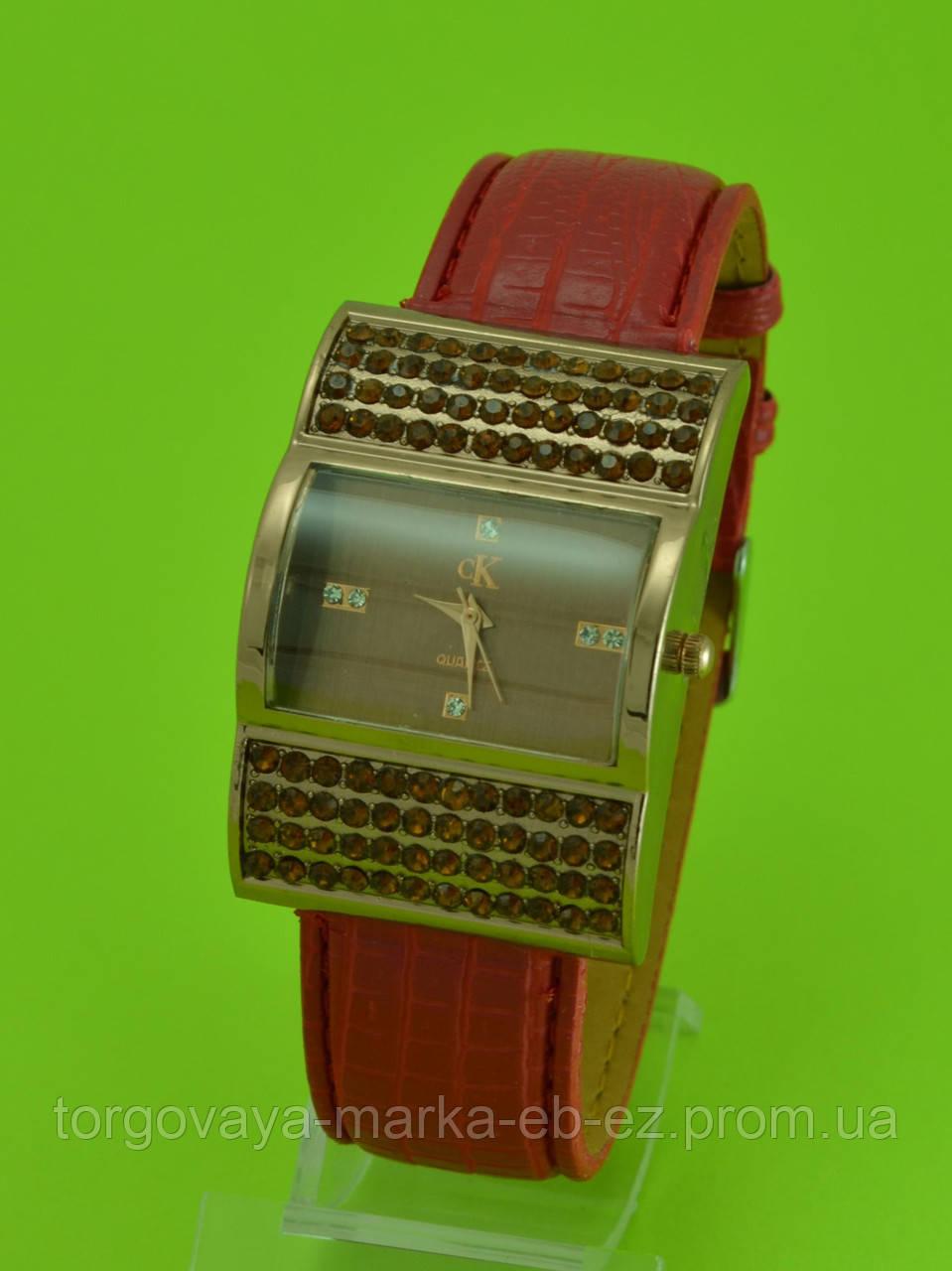 140b45b34a8d Женские наручные часы на широком кожаном ремешке