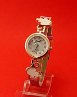 """Женские наручные часы с золотым корпусом и тонким  ремешком """"Дубовый лист"""""""
