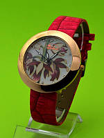 """Женские наручные часы на красном кожаном ремешке """"Гибискус на белом"""""""