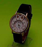 """Женские наручные часы на черном кожаном ремешке """"Время в подарок"""""""