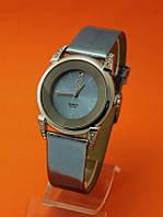 """Женские наручные часы на блестящем кожаном ремешке """"Хамелеон"""""""