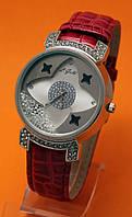 """Женские наручные часы с серебряным корпусом, стразами  и красным кожаным ремешком """"Суаньи серебро"""""""