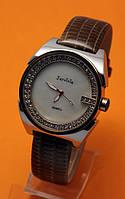 """Женские наручные часы с коричневым кожаным ремешком и стразами """"Лафоре"""""""